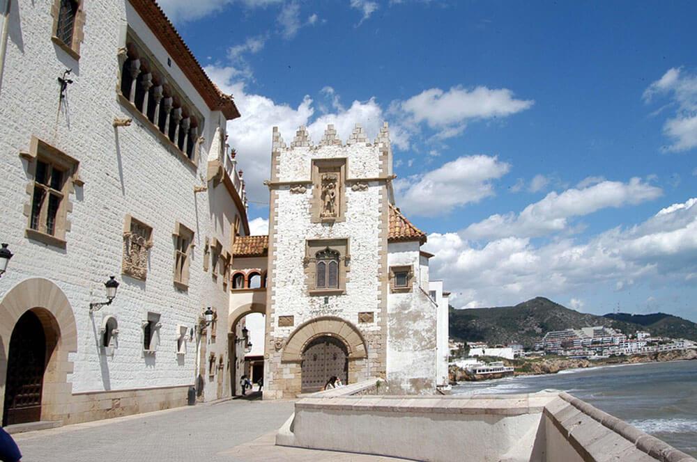 Equipo de pintores en Sitges en fachadas, locales y particulares 1